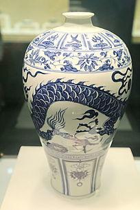 元代青花龙纹图案梅瓶