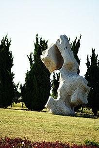 竖立的太湖石