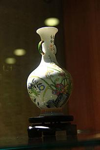 圆肚双耳彩绘花瓶