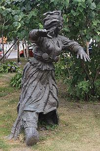 跳舞的女人雕塑