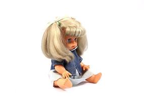 长发小女孩布娃娃