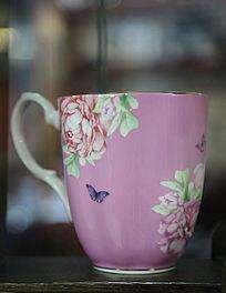 绘牡丹图案紫色茶杯