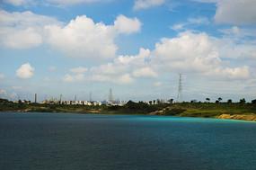 露天矿生态园区湖面风光