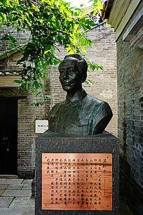 苏卧农画家雕像