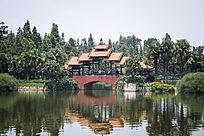 辽阔的湖面和桥梁