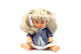 小女孩布娃娃