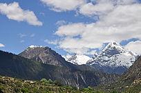 远处美丽的西藏雪山