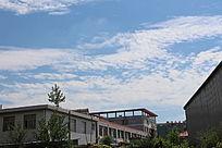 蓝蓝的天空白云朵朵