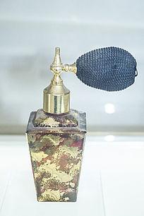色彩斑驳的香水瓶