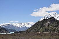 像画一样美丽的雪山