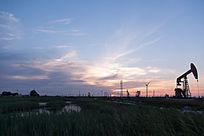 夕阳油田天空彩云