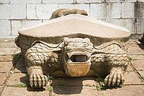 巨大的乌龟雕塑