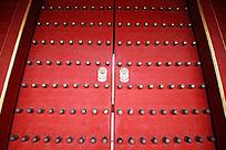 寺庙的红色大门