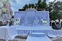 乌云下漂亮的婚礼布置