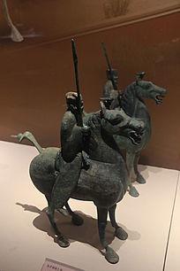 执矛铜骑士俑
