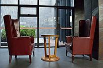 红色皮桌椅