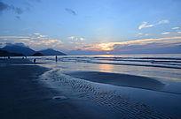 海上日出海浪沙滩美景图片