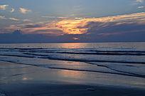 金色的海上日出风光图片