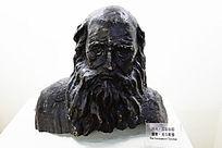 托尔斯泰雕塑