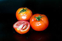 切开的西红柿摄影图
