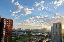 蓝天白云下的北京西三环