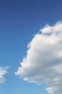 蓝天背景厚积云