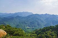 千山七重天俯瞰灵岩寺弥勒宝塔与山峰山脉
