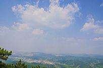 千山七重天俯瞰山峰山脉与漫天白云