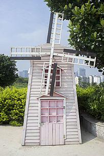 公园浅粉色风车