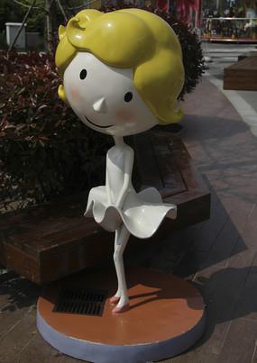 卡通雕塑黄发女孩