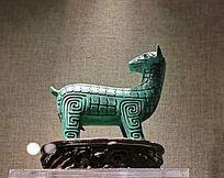 绿釉瓷雕回头马