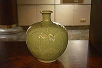 绿釉梅瓶陶瓷工艺品