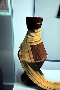 19世纪库巴牧人盛水器和挑水带