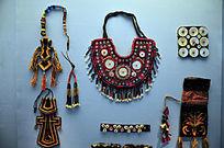 贝壳丝绸珍珠装饰的服饰元素