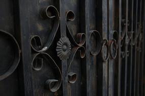 花纹线条铁艺门