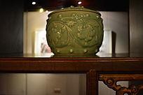绿釉葡萄纹饰带盖储物罐