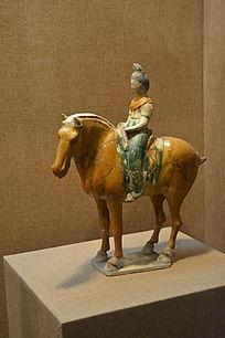 三彩骑马仕女俑瓷器