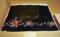 燕京八绝之清代黑缎平针绣花裙