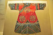 燕京八绝之清光绪红缎地绣喜相逢纹女夹袍