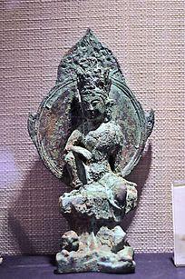 青铜水月观音菩萨坐像