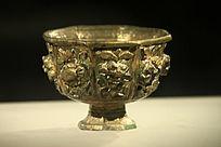 雕刻花纹金碗