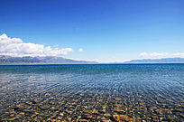 清澈赛里木湖湖水
