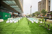 绿色西式草坪婚礼现场布置