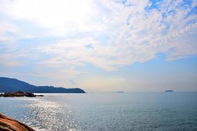 辽阔海洋蓝天白云