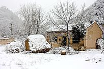 雪天的农村小院