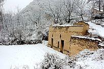 雪天的土窑