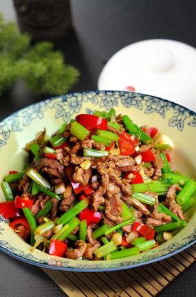 菜籽油炒牛肉丝