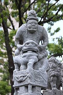 雕塑狮子人像