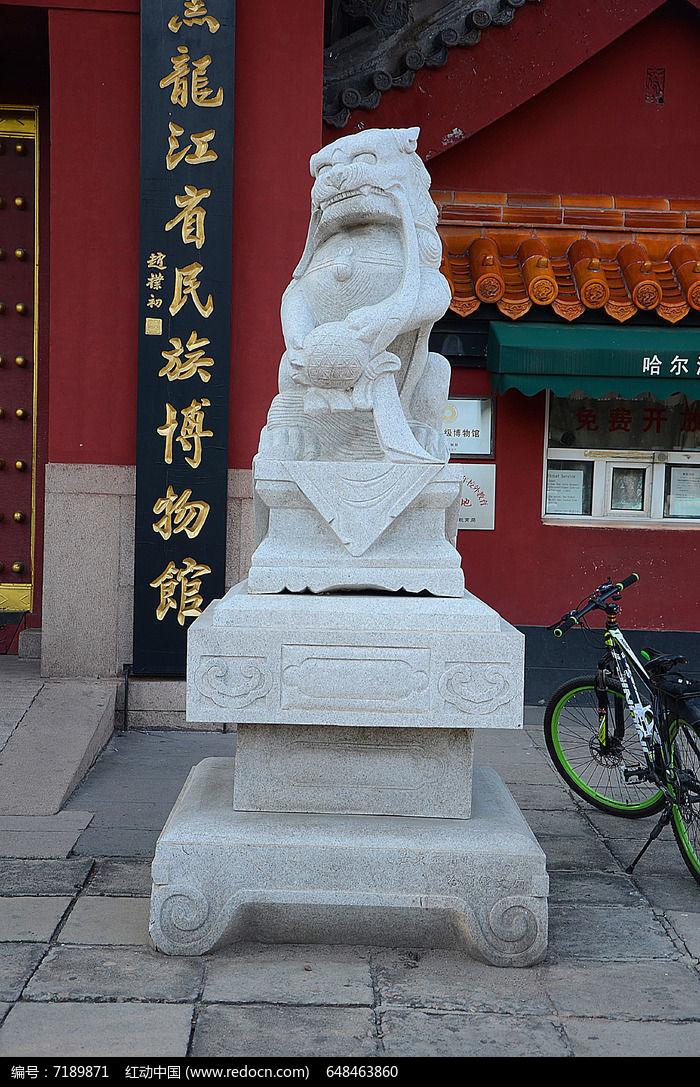 公石狮子雕塑图片
