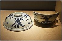 运输海外的青花瓷碗